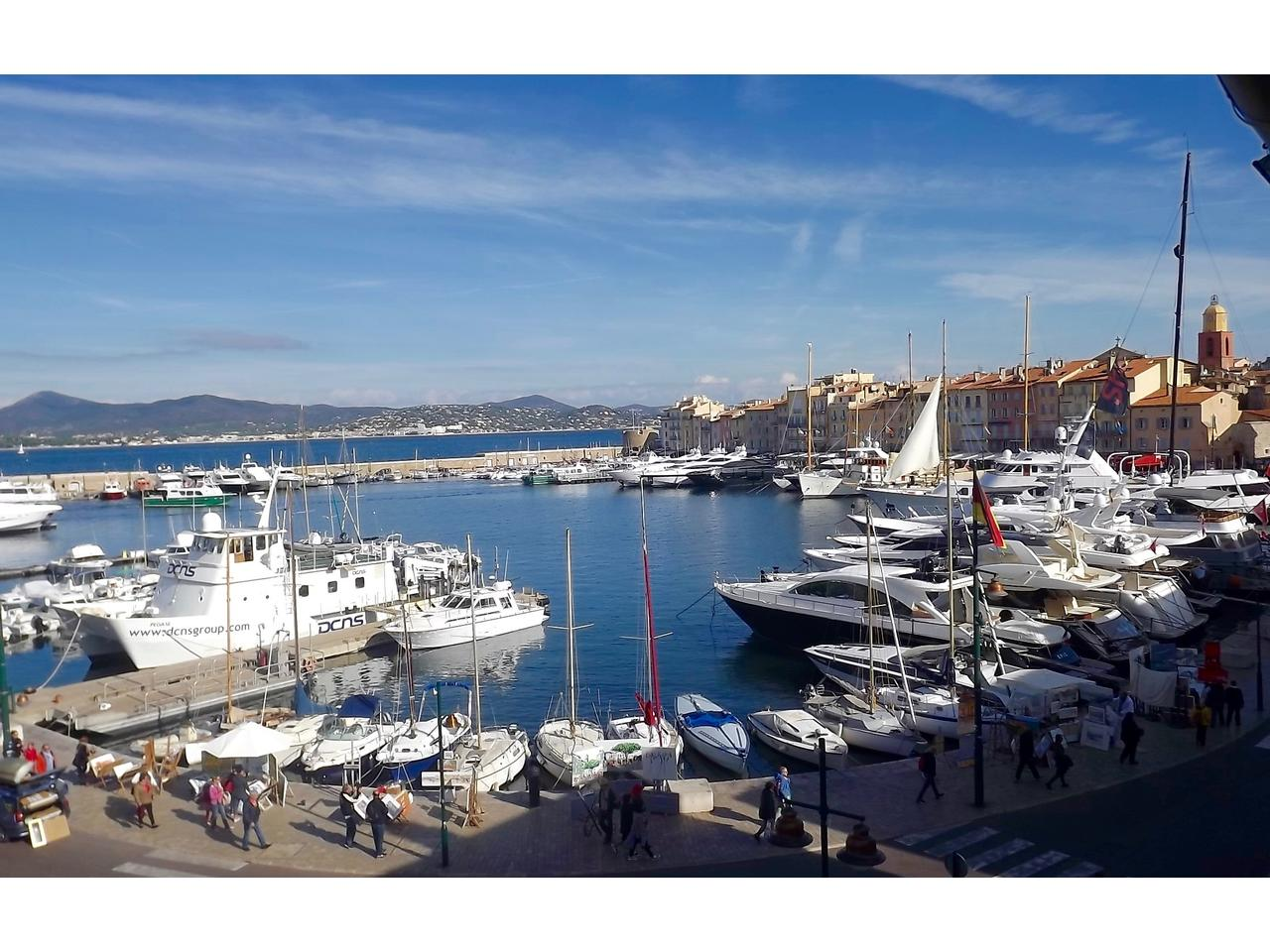 Saint-Tropez sur le Port,  Un Must de 147 m2 en Appartement atypique et traversant !